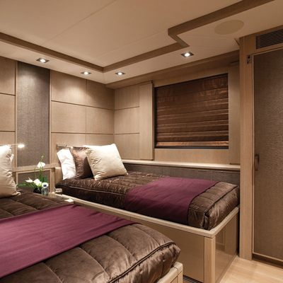 Griffin Yacht Purple Twin Stateroom