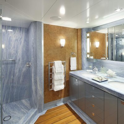 Sycara V Yacht Guest Bathroom - Blue