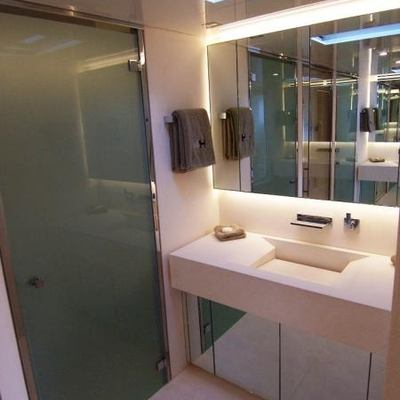 4A Yacht Bathroom