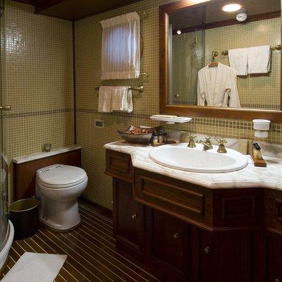 Seagull II Yacht Shower Room