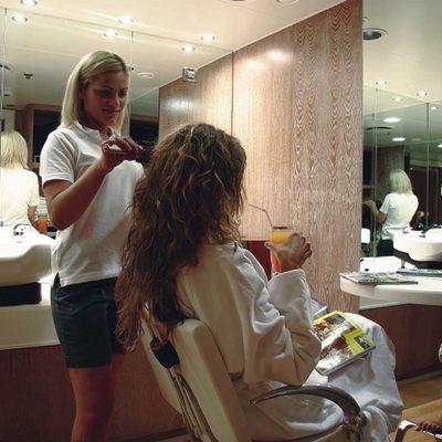 Elegant 007 Yacht Hair Salon
