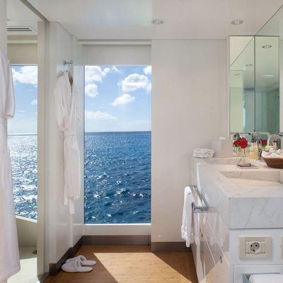 Idol Yacht VIP Bath