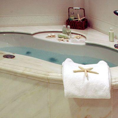 Elegant 007 Yacht Bath