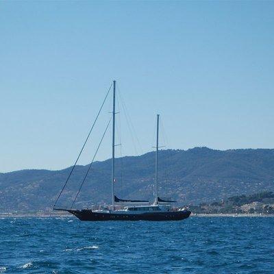Perla del Mare Yacht Side