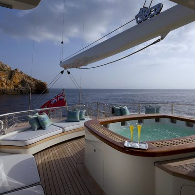 Luna Yacht Jacuzzi & Seating