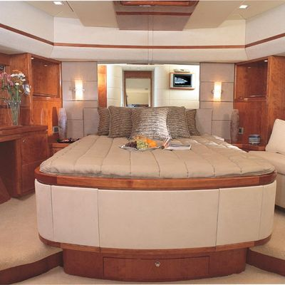 Majesty 88 Yacht