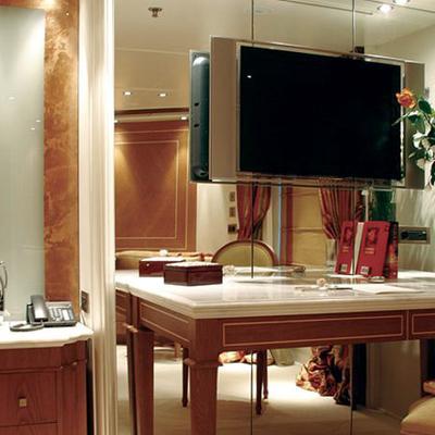 Elegant 007 Yacht Stateroom - TV