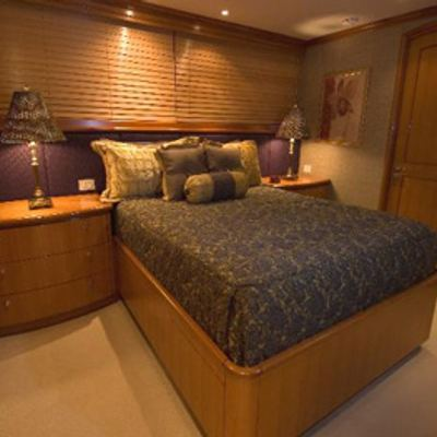 Murphy's Law Yacht Queen Stateroom
