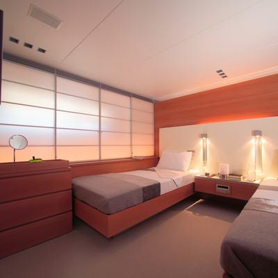 Phoenix Yacht Twin Stateroom