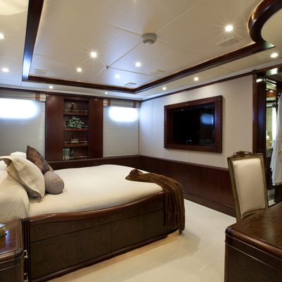 Bellami.Com Yacht Queen Stateroom - Side View
