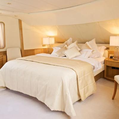 Sea Lady II Yacht Master Stateroom - Bed