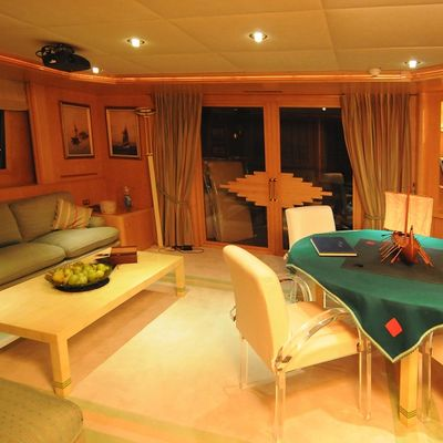 Bella Stella Yacht Salon