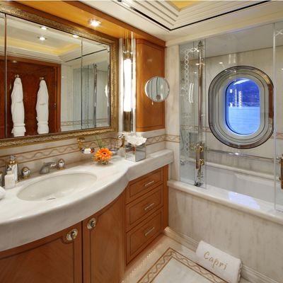 Capri I Yacht Second Guest Bathroom