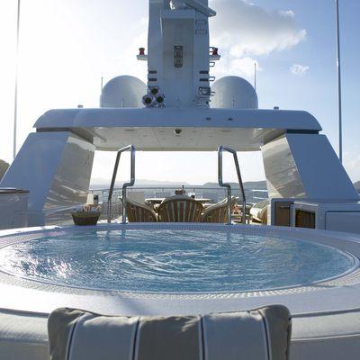 Harle Yacht Jacuzzi - Close