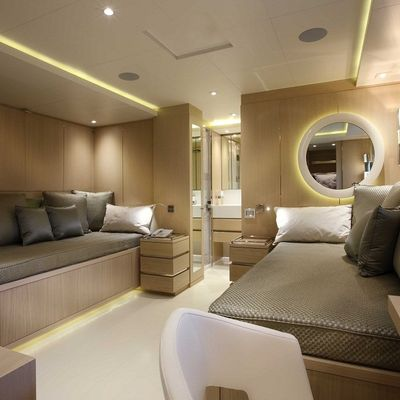 Light Holic Yacht Twin Stateroom