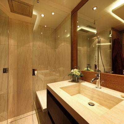 Zaliv III Yacht VIP Bathroom