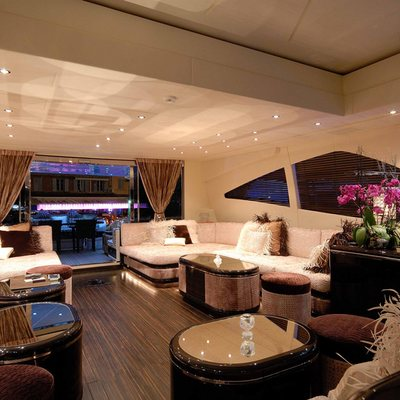 African Cat Yacht Saloon - Overview