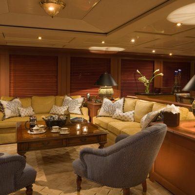 Queen D Yacht Salon - Port