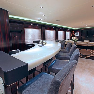 Carpe Diem Yacht Bar - Close