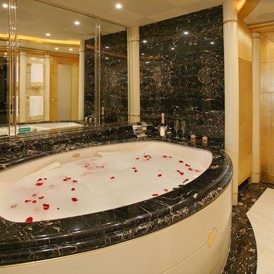 Platinum Yacht Master Bath