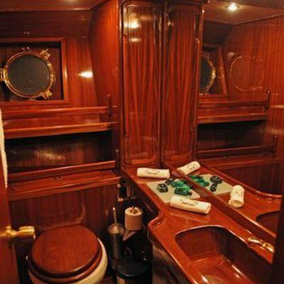 Ofelia Yacht Master Bathroom