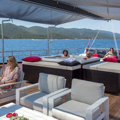 Rara Avis Yacht