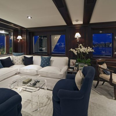 Virginian Yacht Forward Salon - Windows