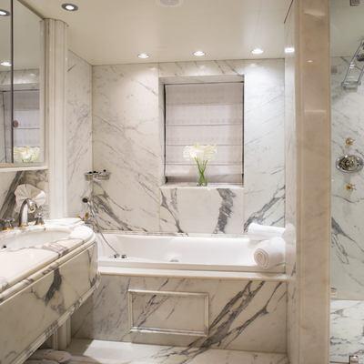 Moonlight II Yacht VIP Cabin Bathroom