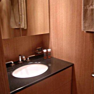 Best Mountain Yacht Bathroom