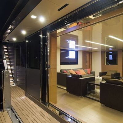 4A Yacht View into Saloon