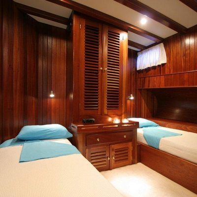 Matina Yacht Twin cabin