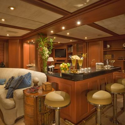 Queen D Yacht Skylounge Forward
