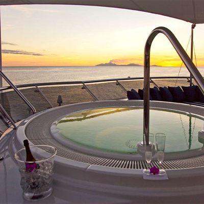 Diamond Yacht Jacuzzi - Sunset