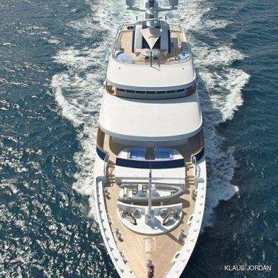 Huntress Yacht Running Shot - Front View