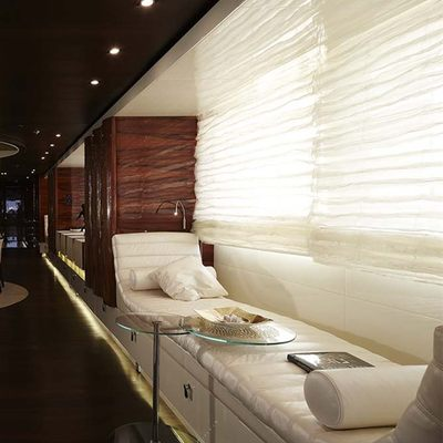 E & E Yacht Salon Saeting