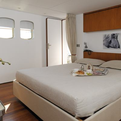 Dionea Yacht Master Stateroom - Bed