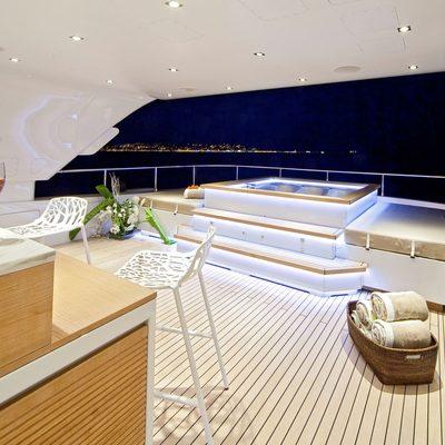 Seven S Yacht Jacuzzi - Night
