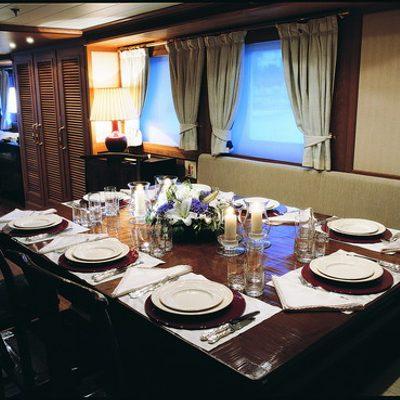 Nibani Yacht Dining Table
