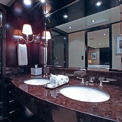 Carpe Diem Yacht Guest Bathroom