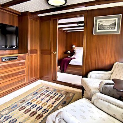 HALAS Yacht