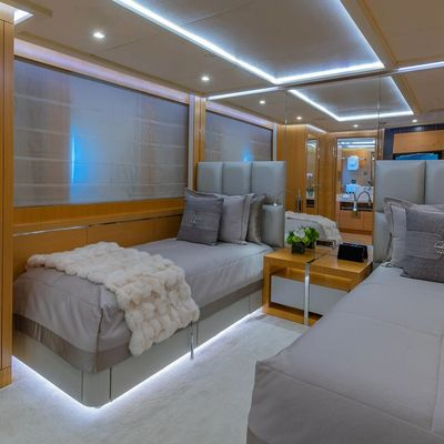 DB9 Yacht