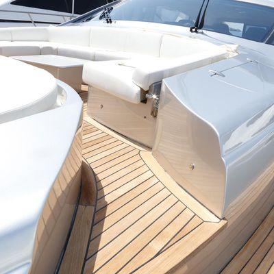 Halley Yacht