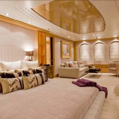 Mercury Yacht Master Stateroom - Bed