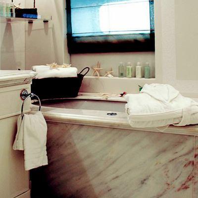 Elegant 007 Yacht Bathroom - Basin