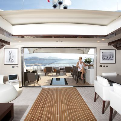 Gems II Yacht Skylounge - View Outside
