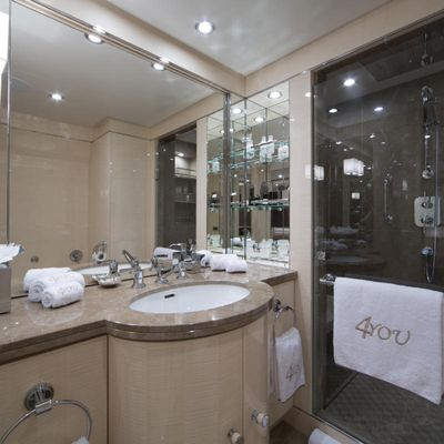 Revelry Yacht Guest Bathroom - Twin