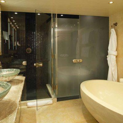 Perle Bleue Yacht Master Bathroom