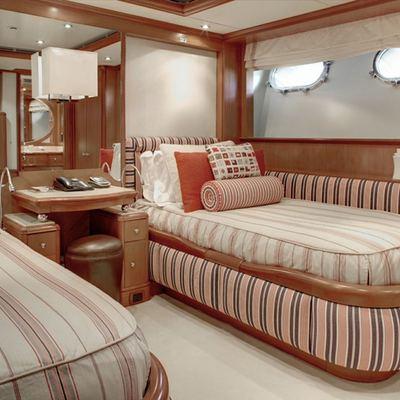 Jo Yacht Mulberry Twin Cabin