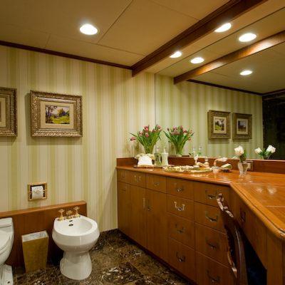 Sea Falcon II Yacht Bathroom