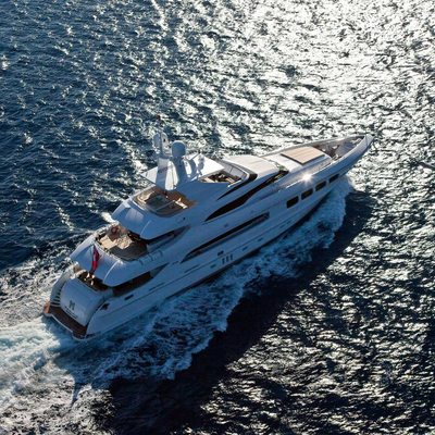 Manifiq Yacht Running Shot - Aerial